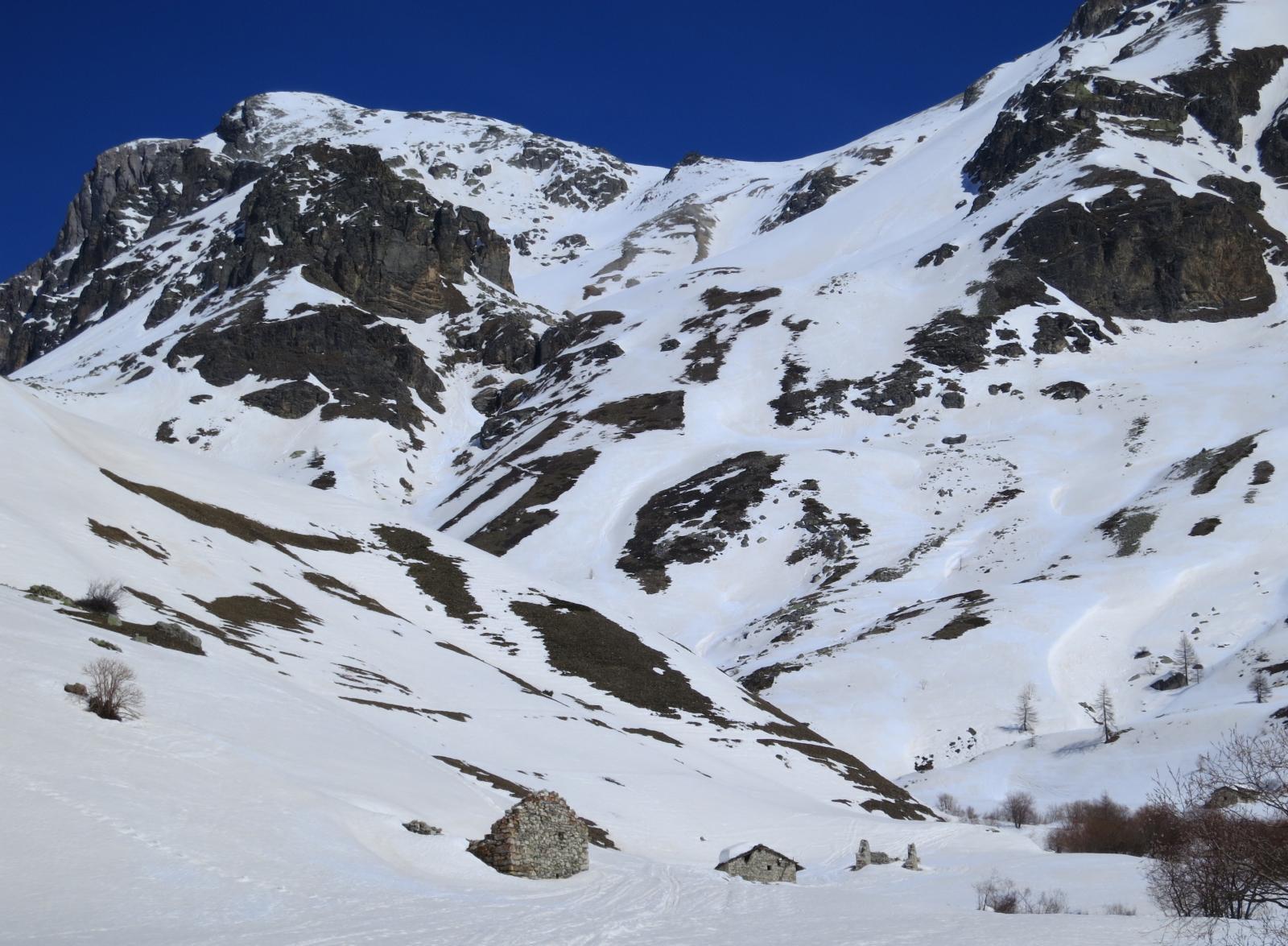 Monte Albrage in alto a sx e al centro dell'immagine i pendii più ripidi
