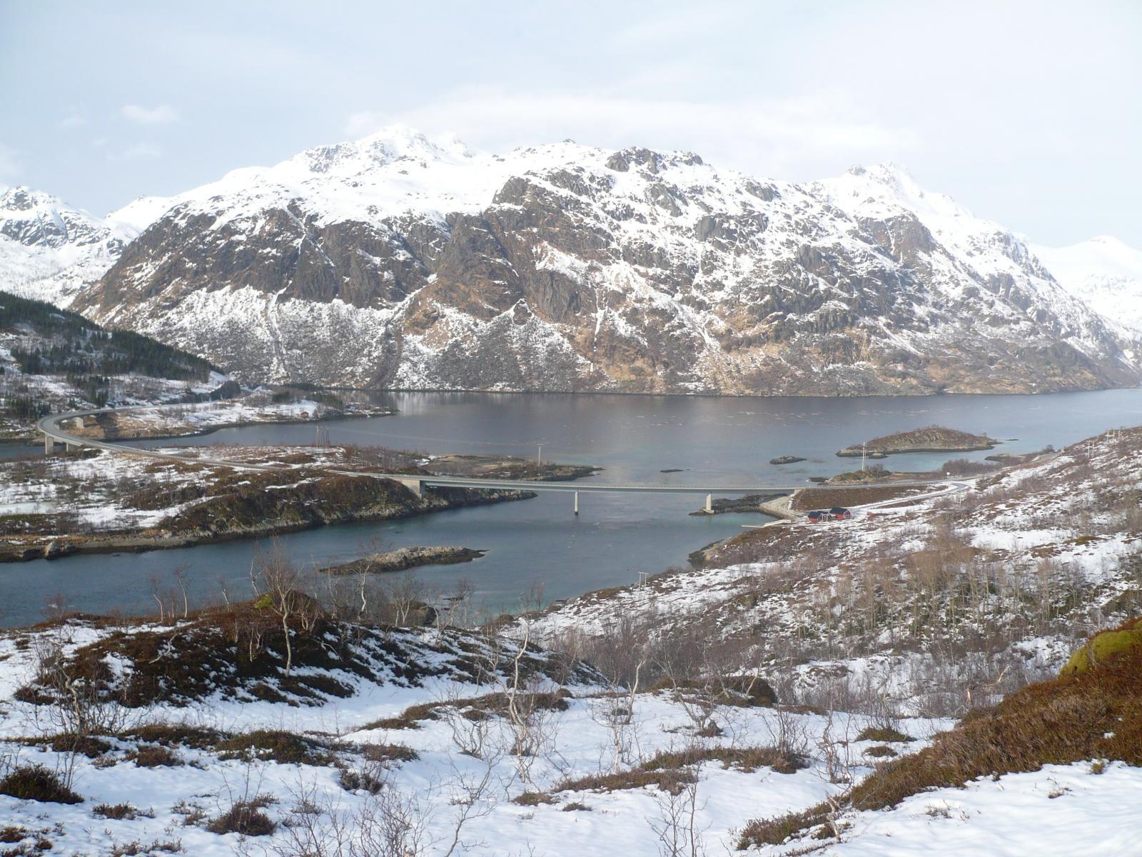 il parcheggio visto dal sentiero verso Husjord