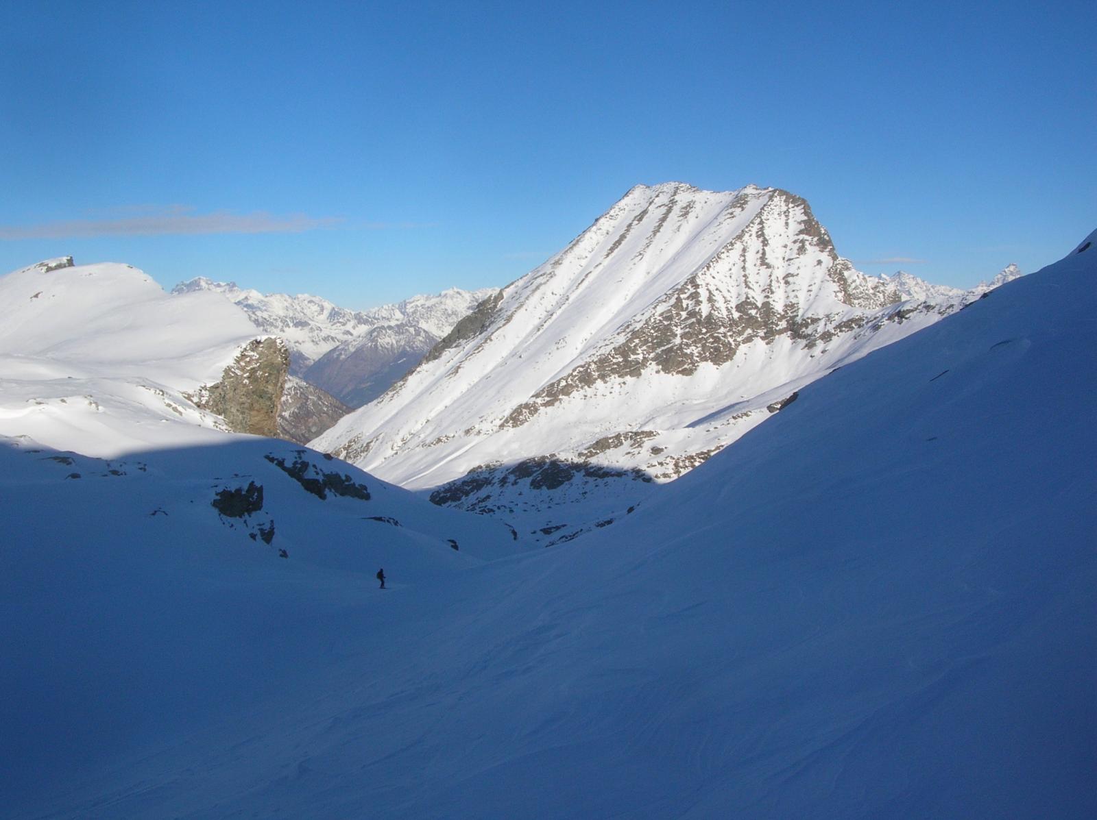 La parete sud-ovest vista dal vallone che scende dal Col Moussaillon (foto del 18-12-11))