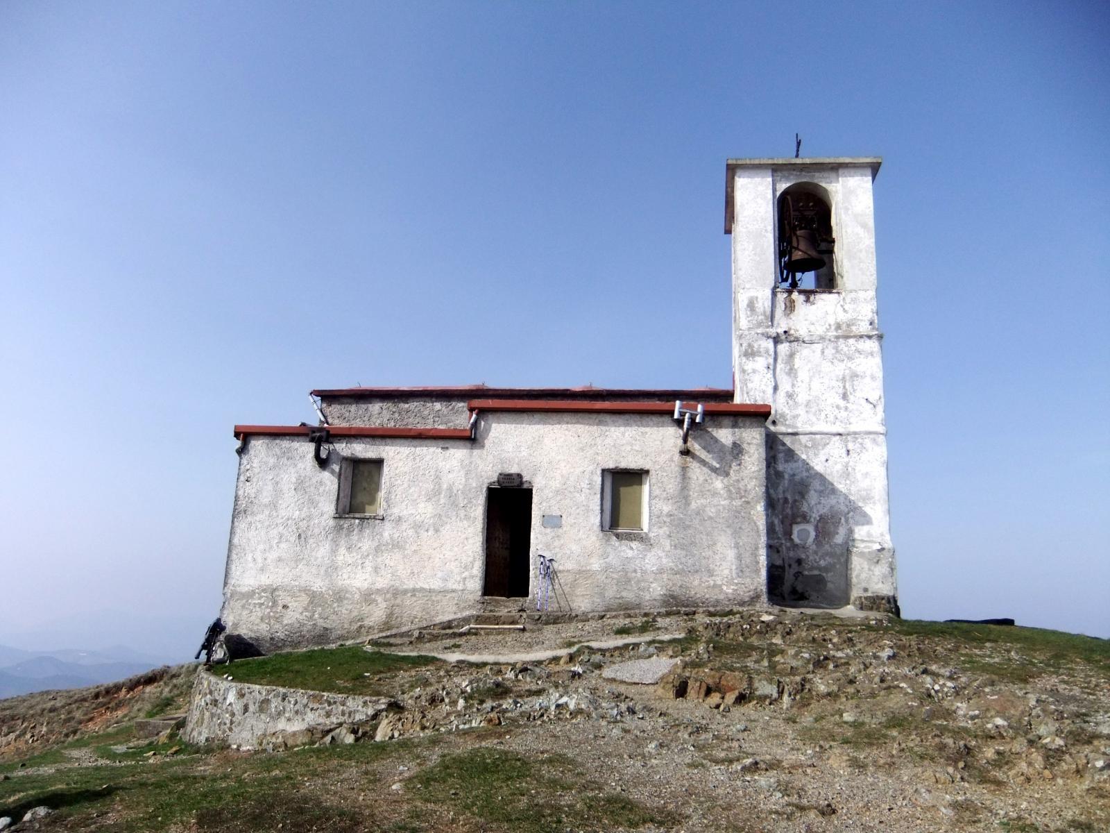 La chiesetta sulla vetta