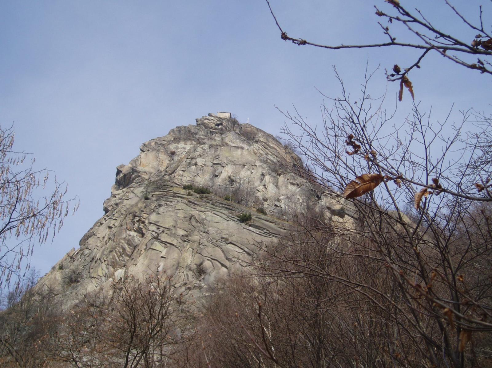 la rocca vista dal colle besso