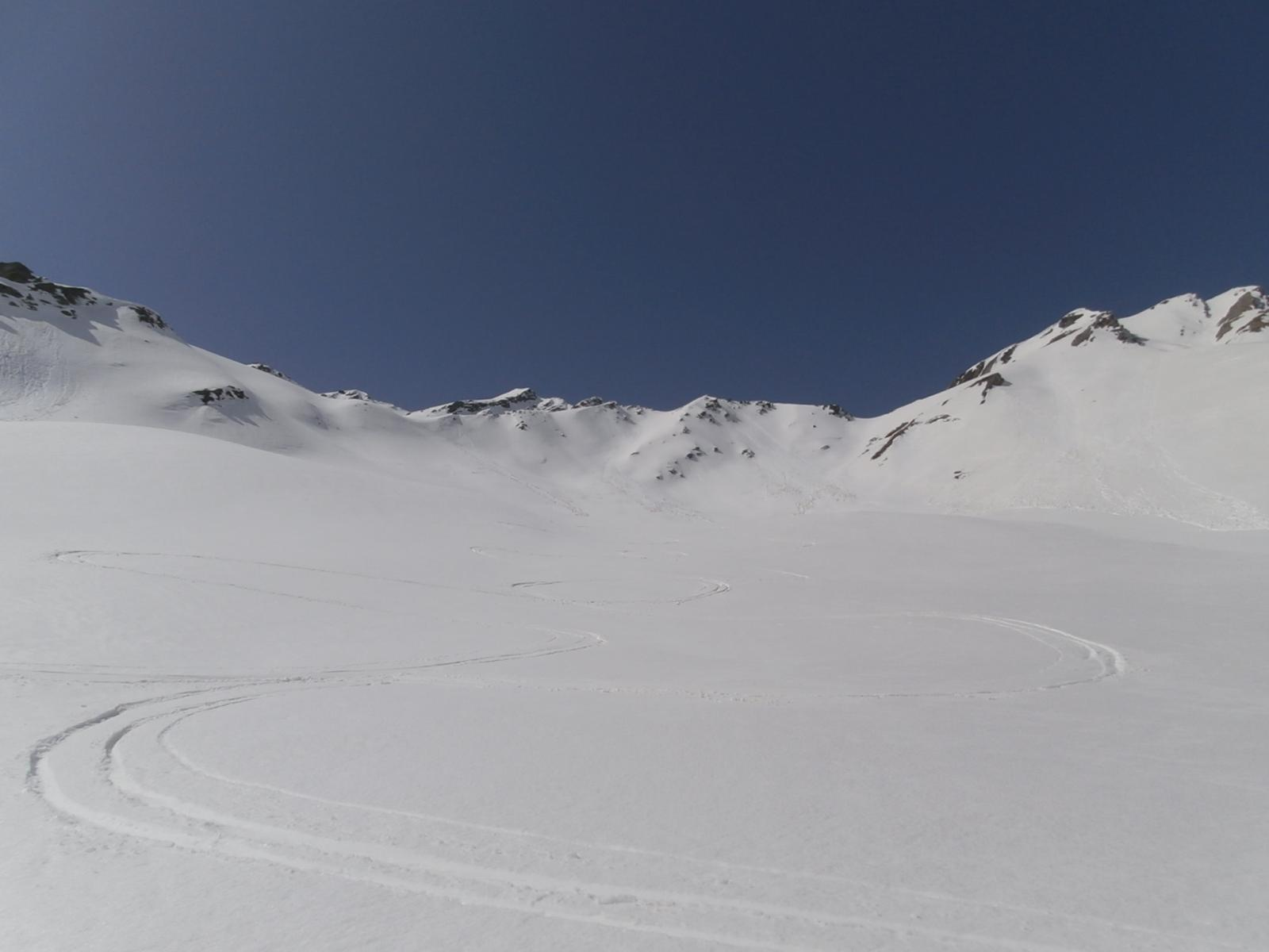 prime curve in disces in neve leggermente sfondosa..