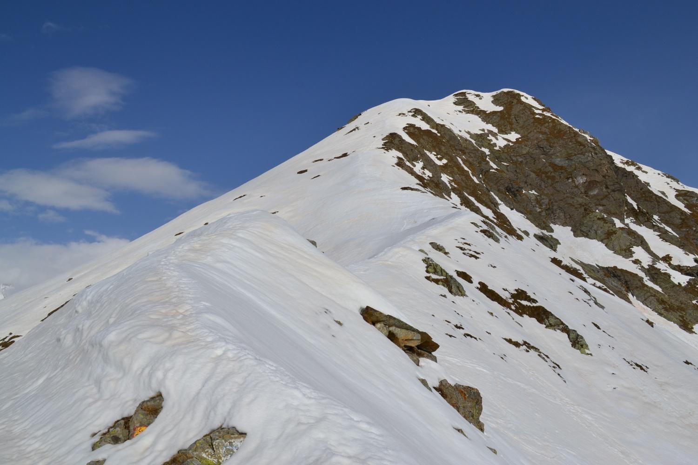 la cresta da percorrere vista dal colle