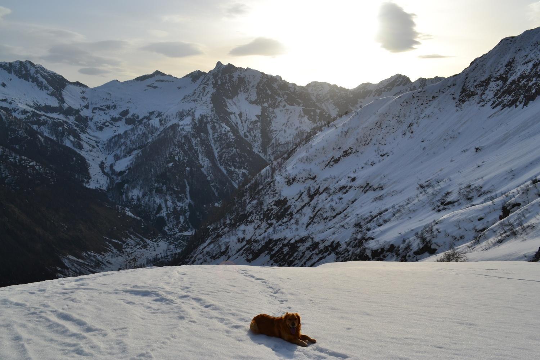pausa sul pianoro dell'Alpe Trasinera mentre sorge il sole