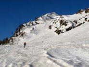 Il pendio canale a monte dell'alpeggio