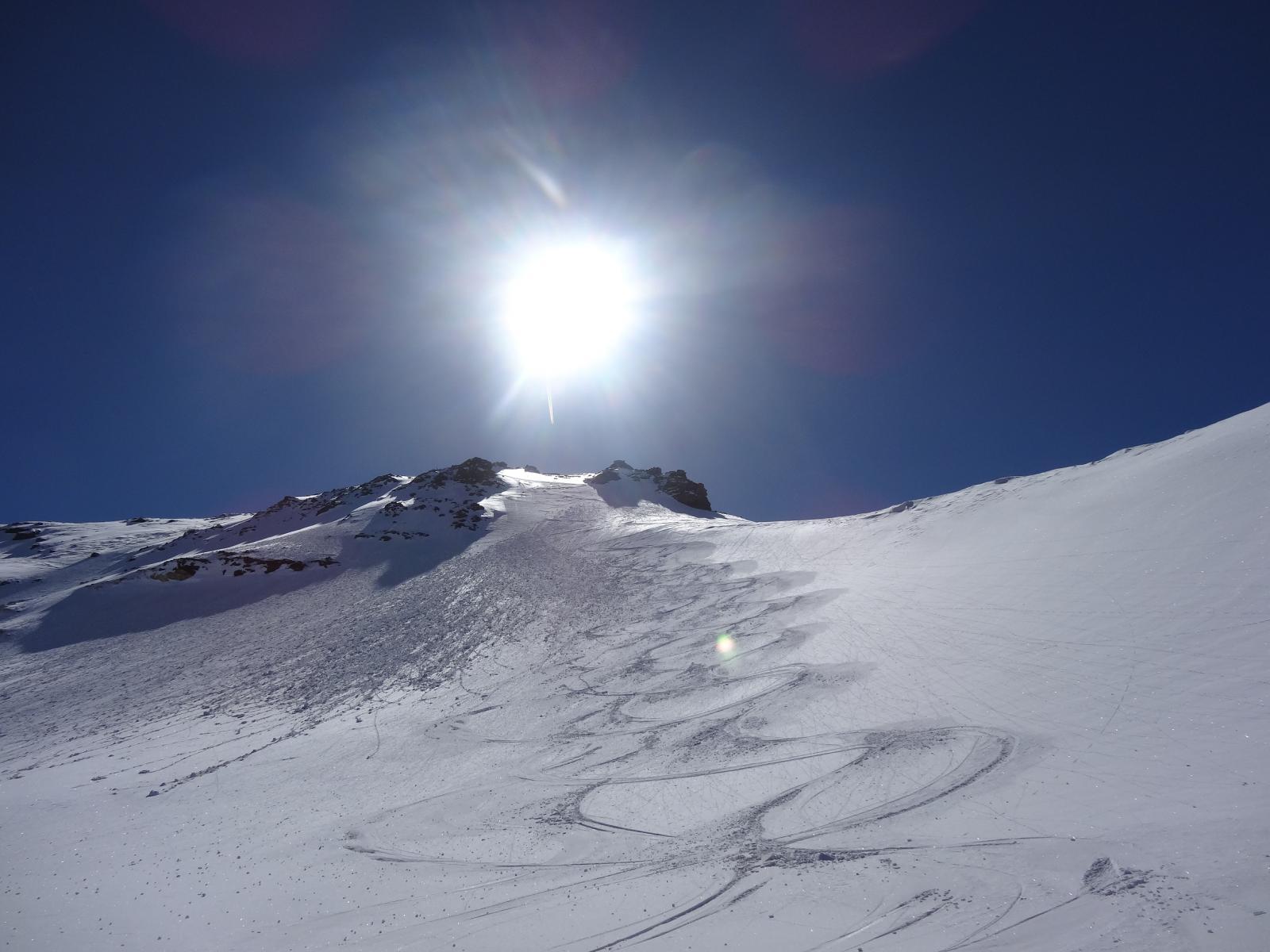 bella neve sotto la vetta