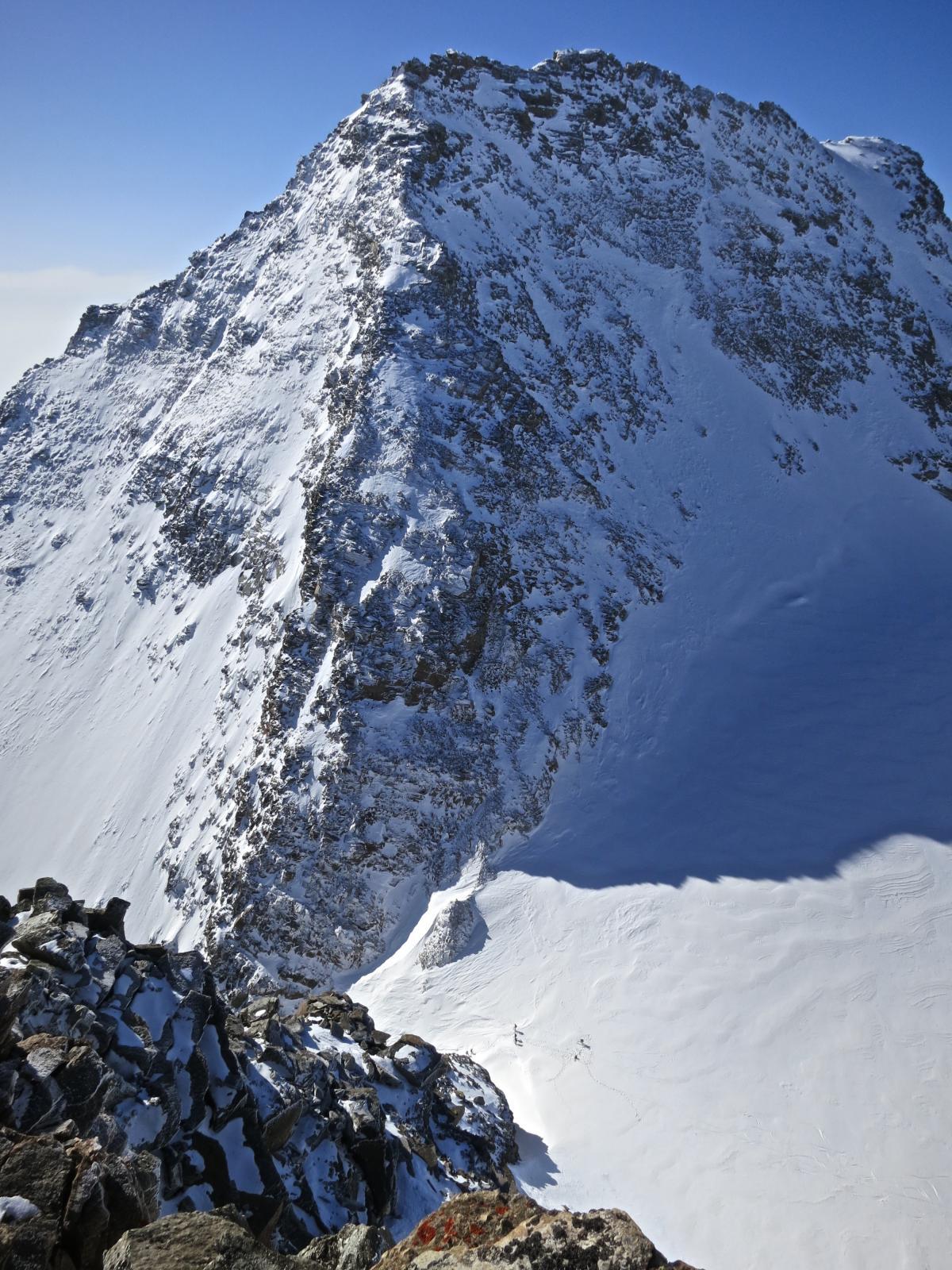 il colle Perduto dalla cima della Levannetta, sullo sfondo la Levanna Orientale