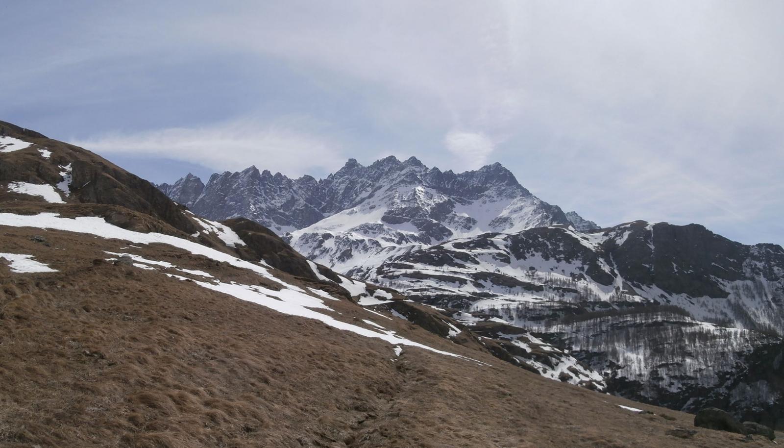 panorama verso la zona del Bivacco Regondi...