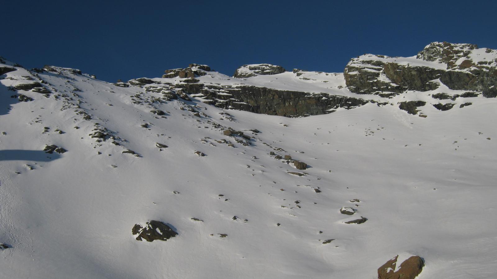 La bastionata rocciosa sotto il Mont Ruvi