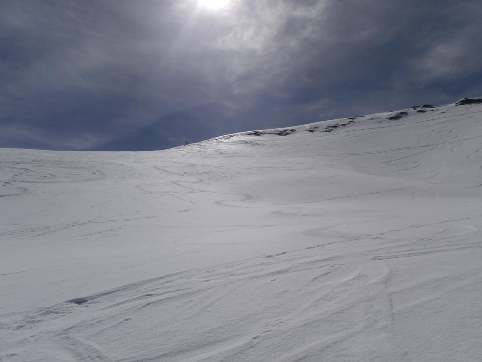 discesa in neve trasformata con belle curve...