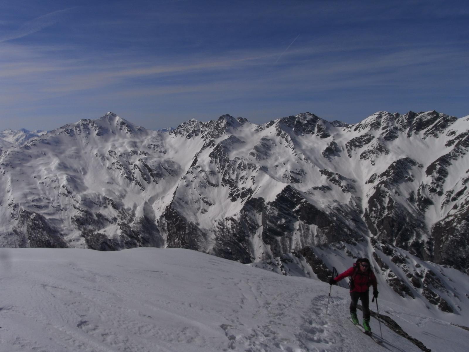 Francesco verso la cima, Ramiere sullo sfondo