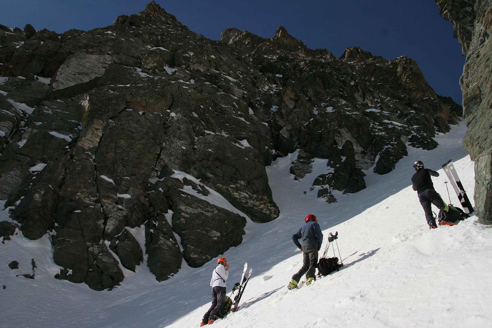 Iniziamo a salire senza sci