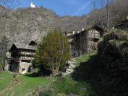 La chiesetta di Chasteiran salendo da Chezalet