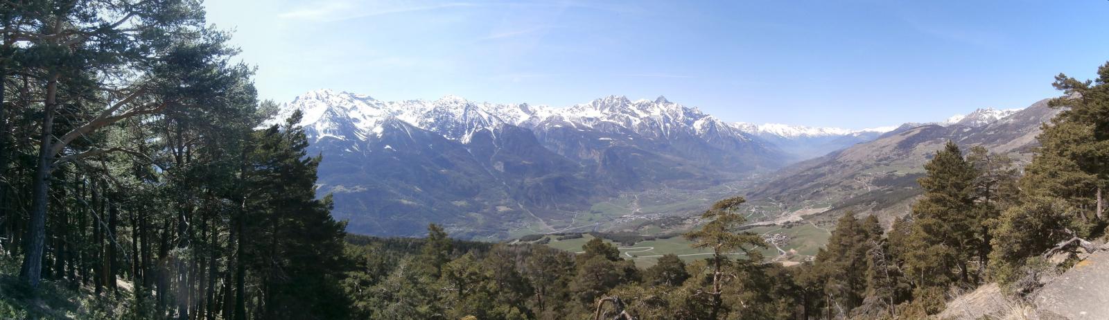 panorama verso il fondovalle   e sulle montagne adiacenti  dal punto belvedere dove abbiamo sostato  per pausa pranzo...