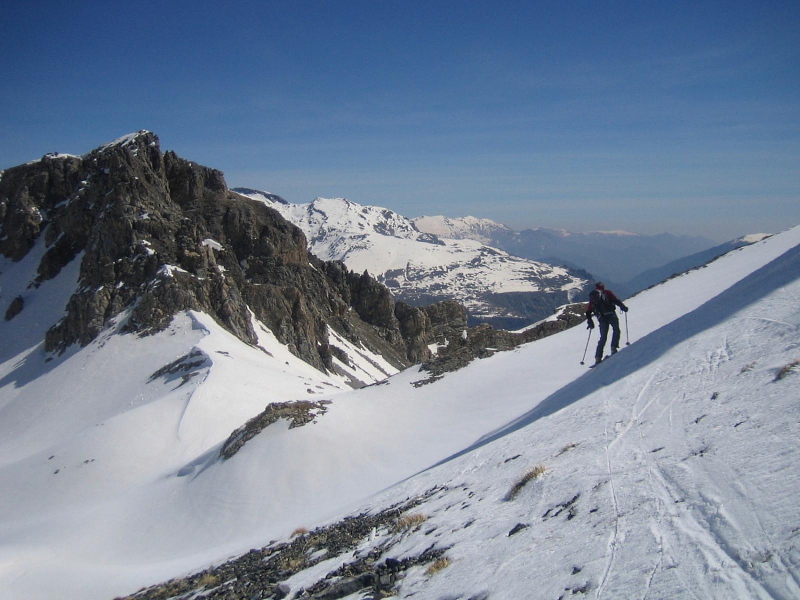 il traverso verso il Passo della Fea 2493 m.