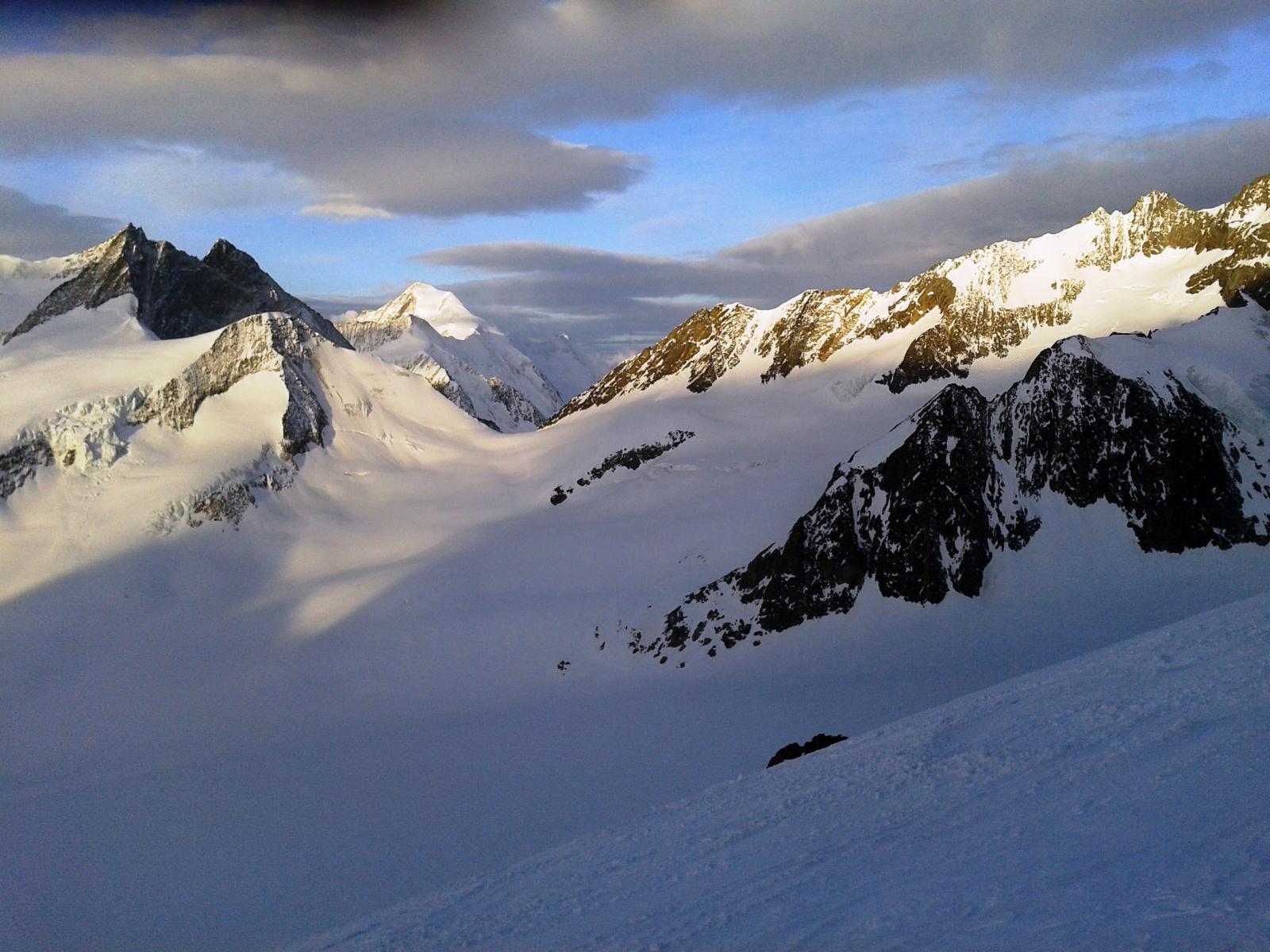 Grunhornluke e Aletschhorn salendo i ripidi pendii del Finsteraarhorn