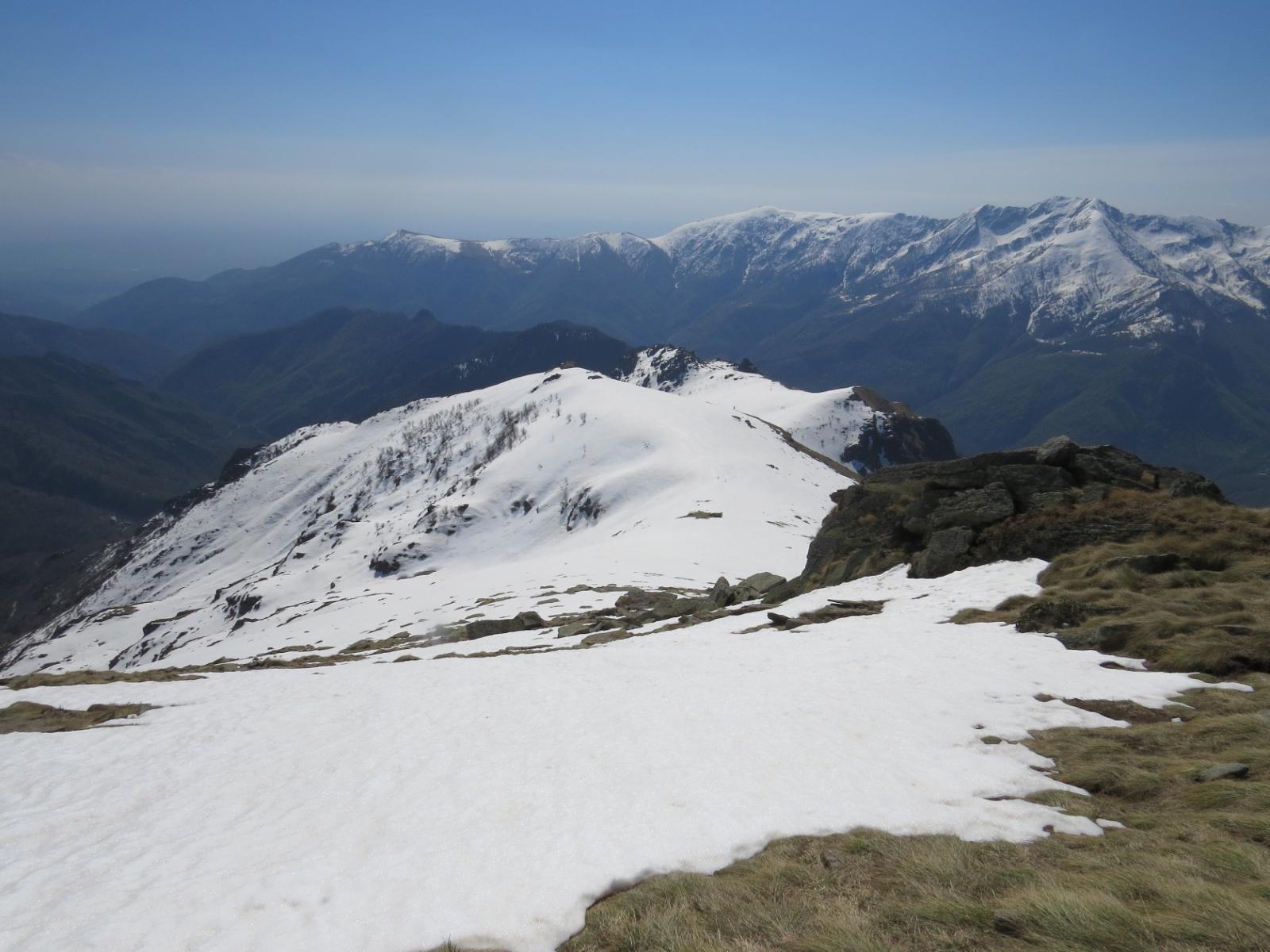 Ancora molta neve nei versanti poco esposti al sole
