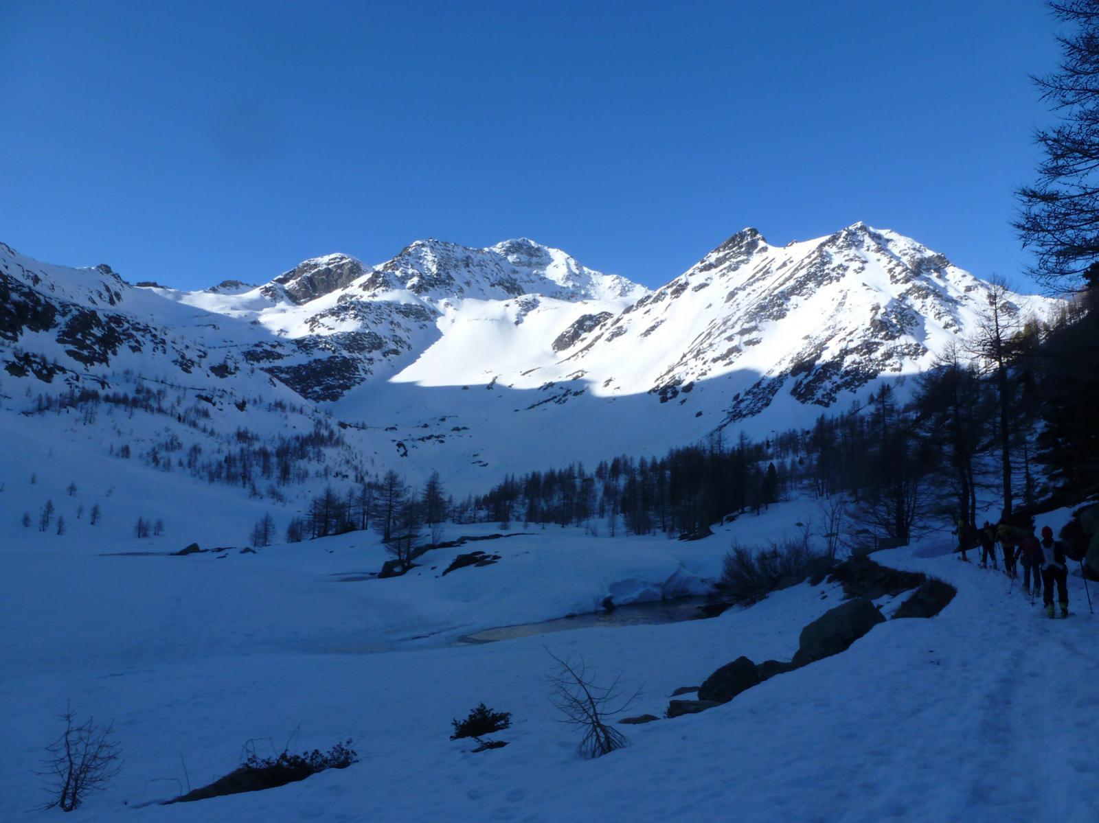 Al lago Arpy, in fondo il Monte Colmet