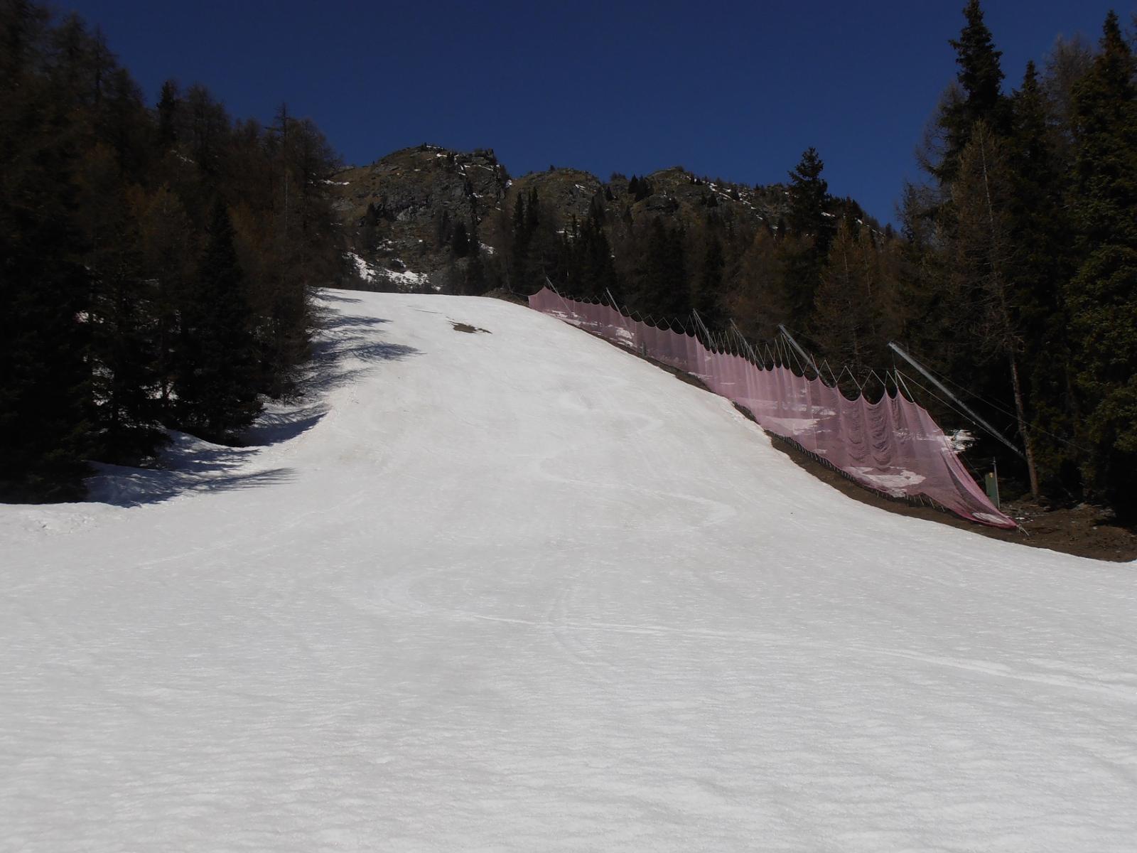 02 - sulla pista all'ombra zona Col Fenetre neve persino duretta