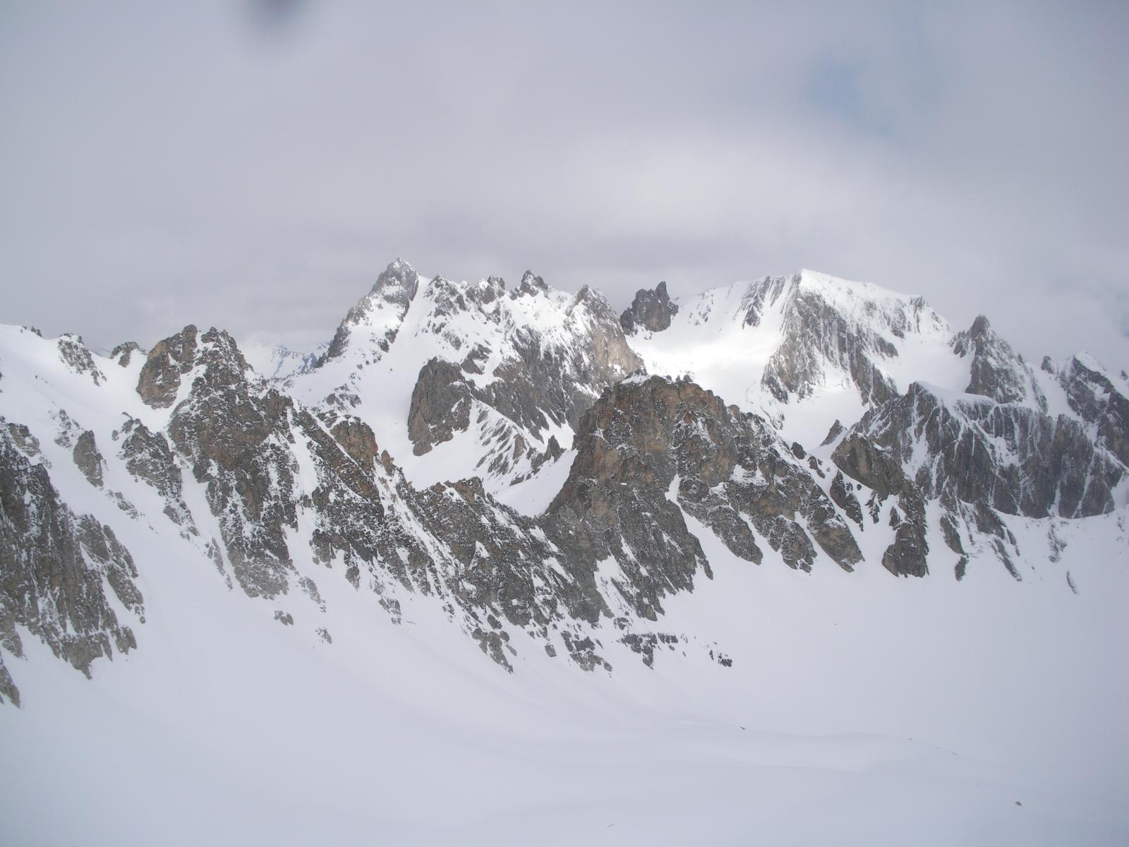 Pic de la Mouliniere e a dx la P.de Cerces..