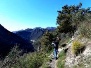 sentiero da Breil a Piena con sullo sfondo il Gran Mont (grammondo)
