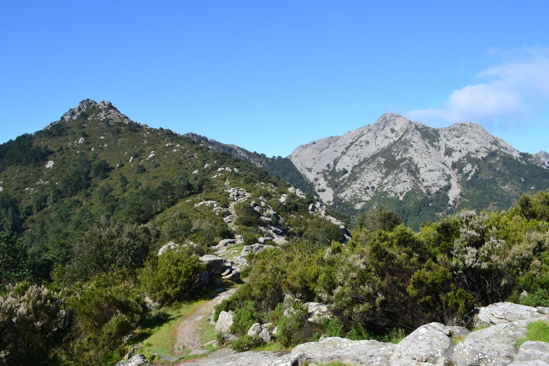 Le Calanche a sinistra ed il Monte Capanne a destra visti dal sentiero n.5