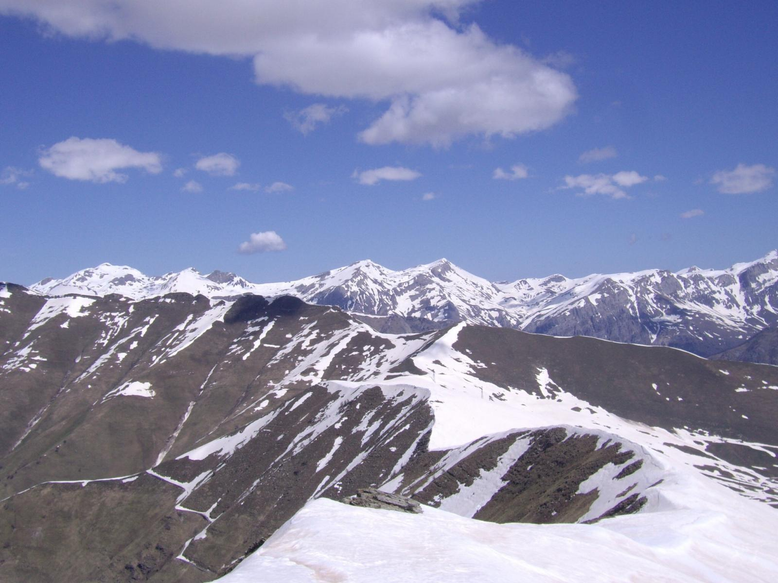 ancora tanta neve sulle Alpi liguri