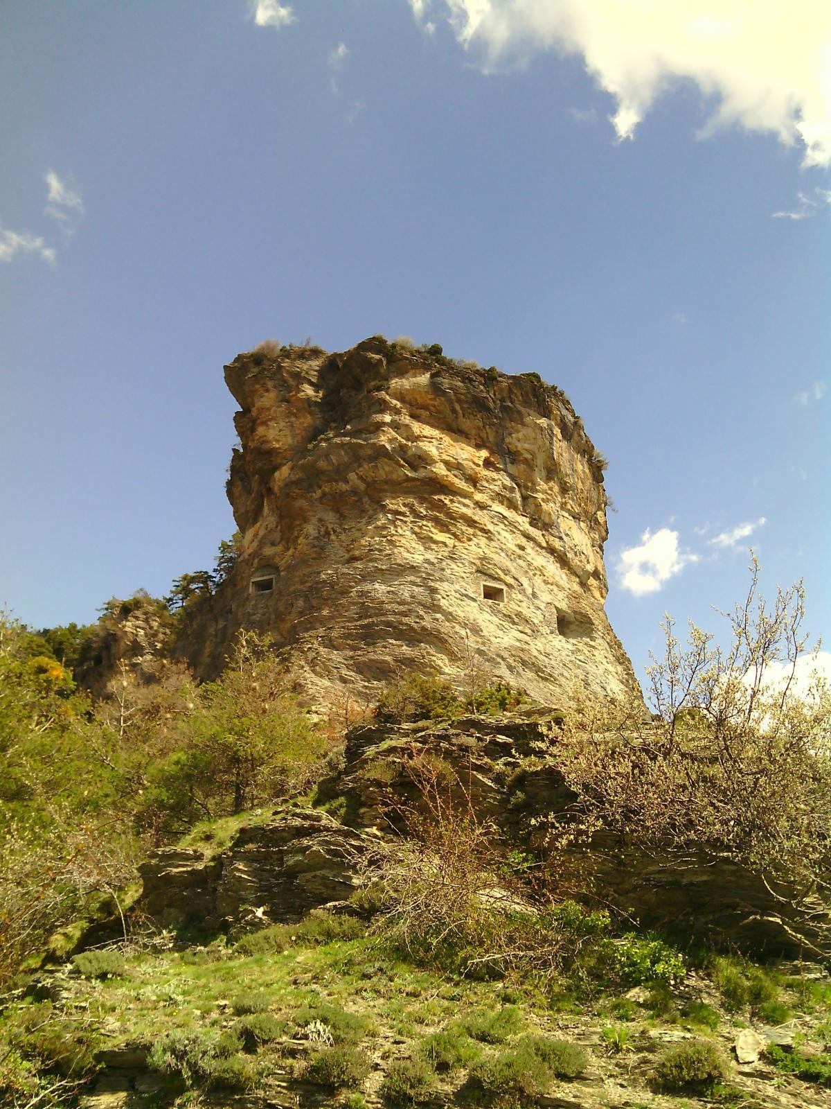 Il Castel Tournou visto dai pressi delle grange Cragnou.
