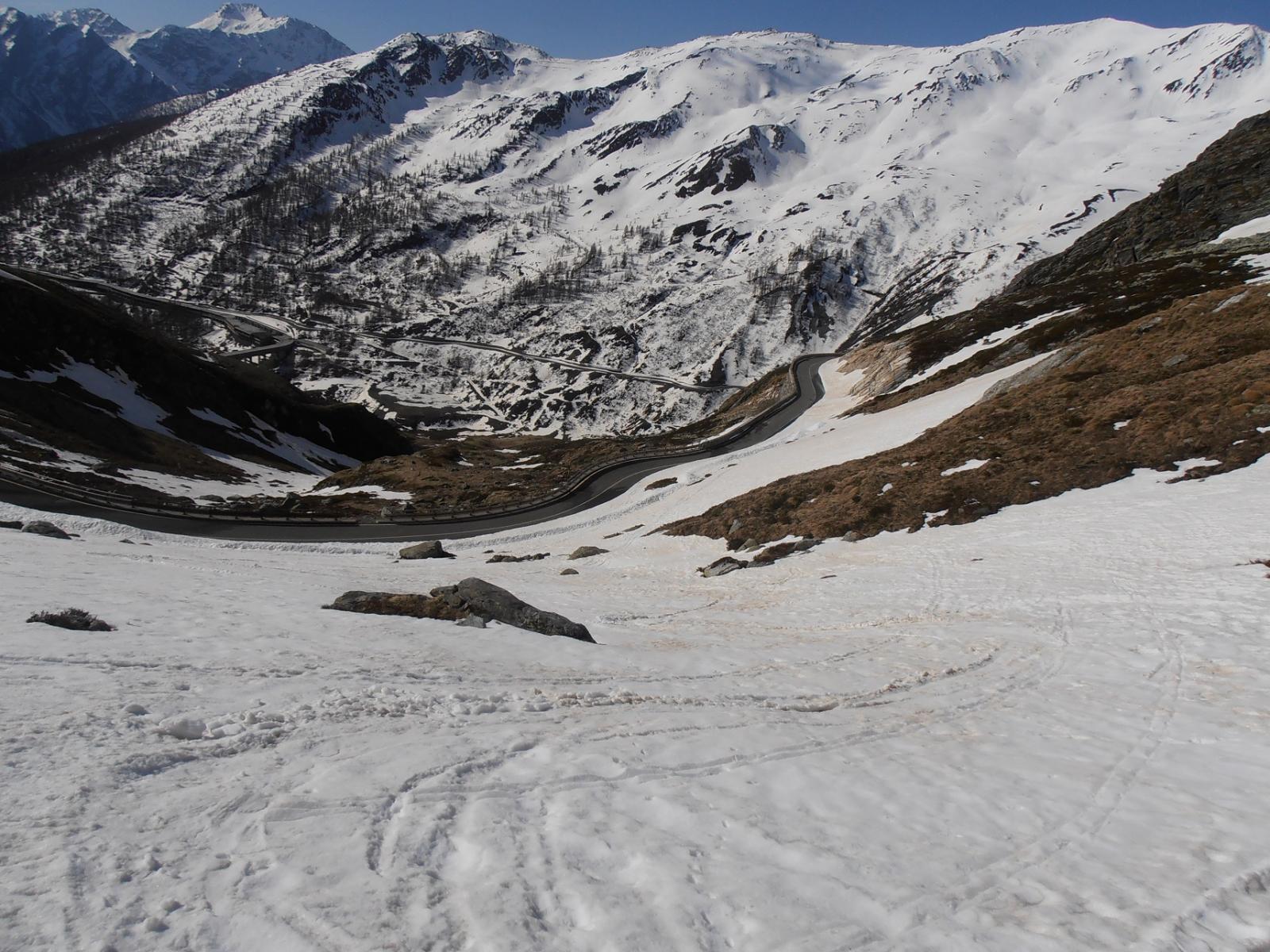 05 - la neve inizia, ancora abbondante sotto i piani di La Cantine