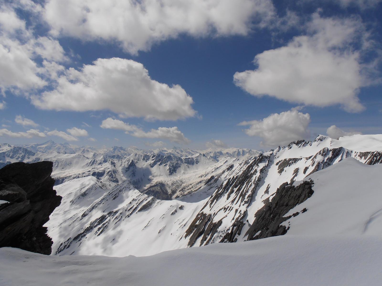 08 - quasi in cima, appare il panorama sulla valle centrale