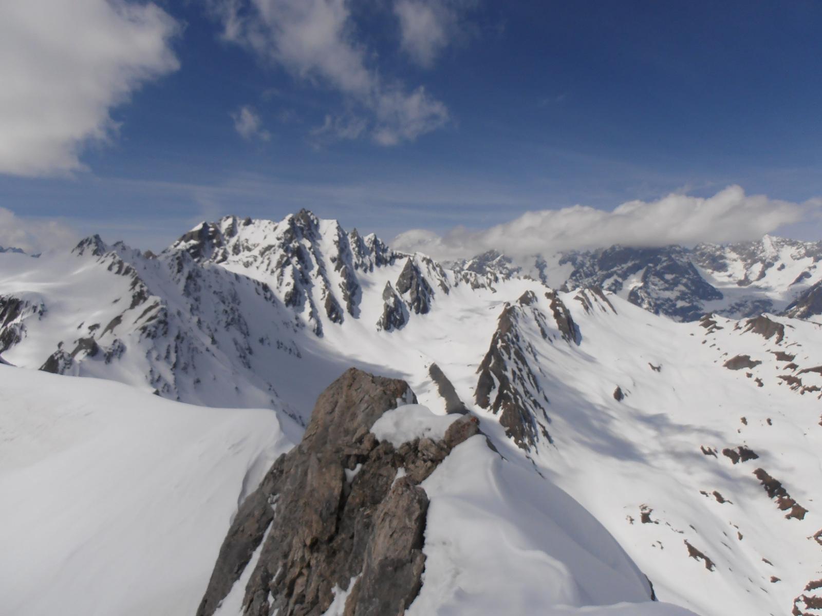 10 - dalla cima verso il M.Bianco e Le Jorasses, purtroppo nelle uvole