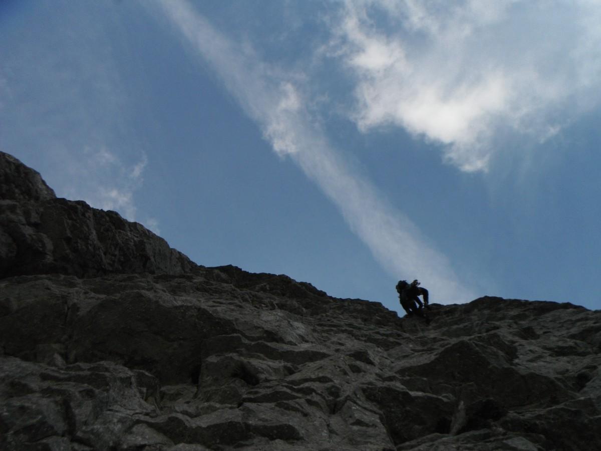 a metà del fessurone di L10... poi bisogna arrampicare!