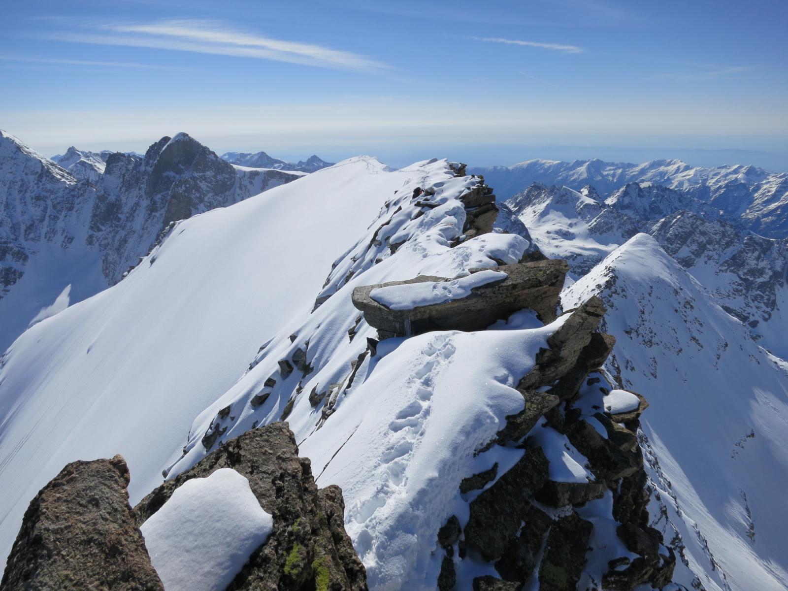 parte finale cresta, la nord di profilo