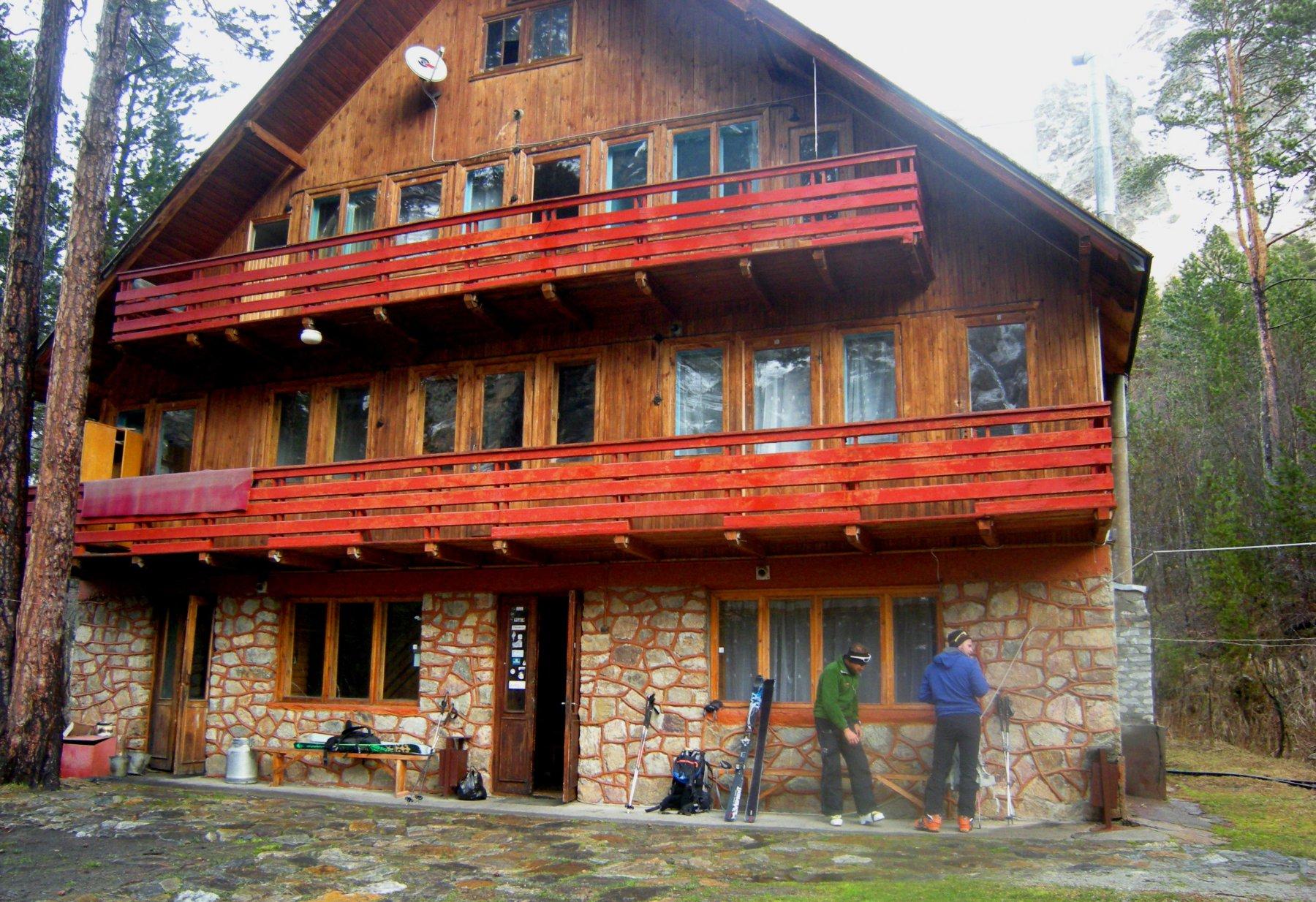 il rifugio Ullutau a quota 2380 m, valle di Adyr-su