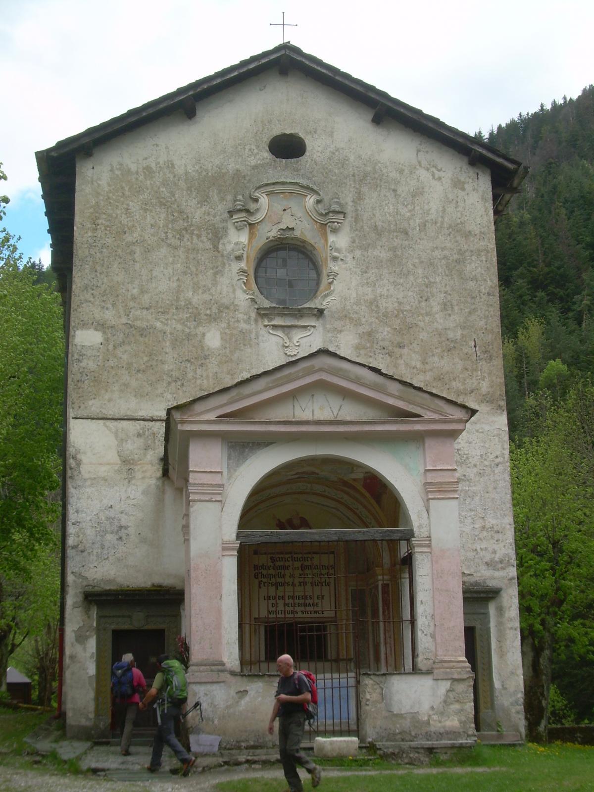 L'esterno della cappella Notre Dame de Fontaines.