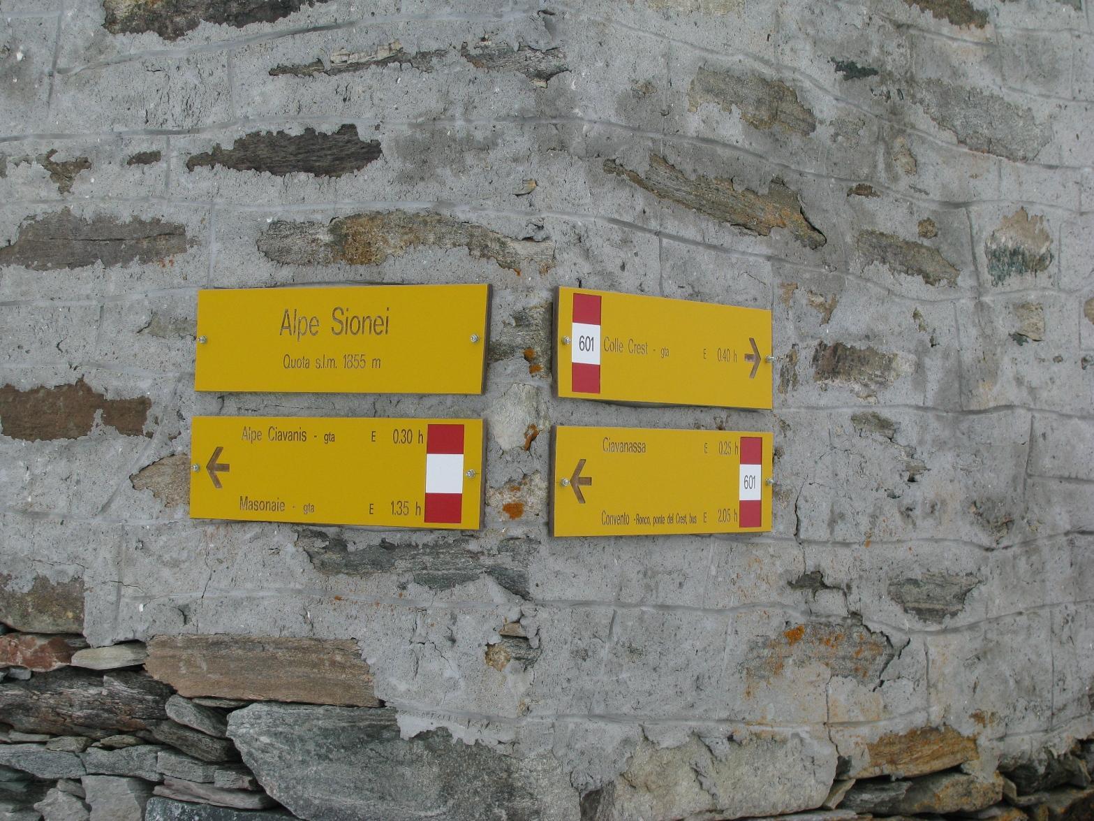 Nuove tabelle segnaletiche all'Alpe Sionei