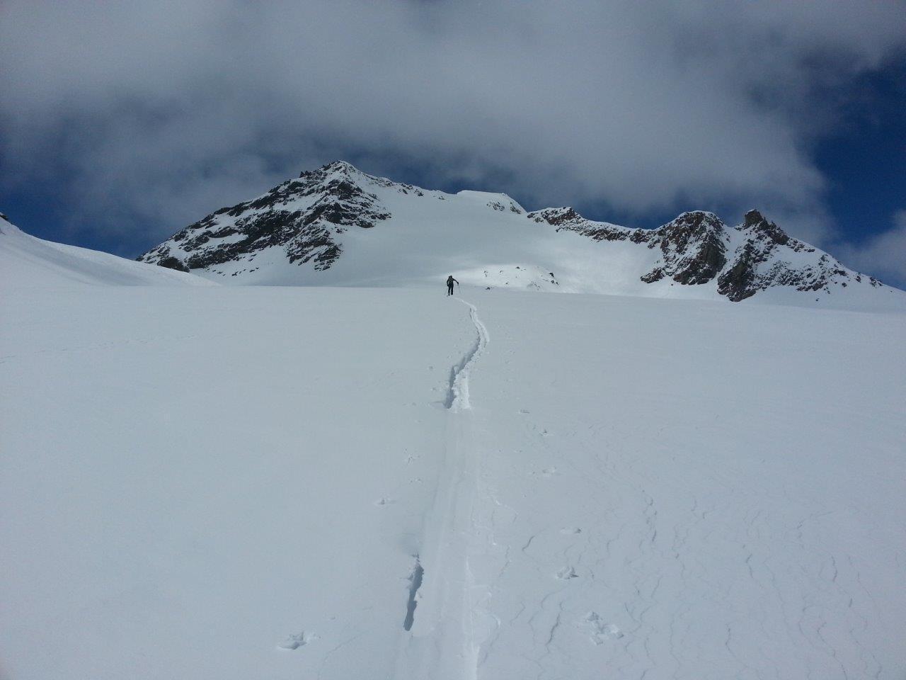 Paolo traccia sul ghiacciaio del Sabbione
