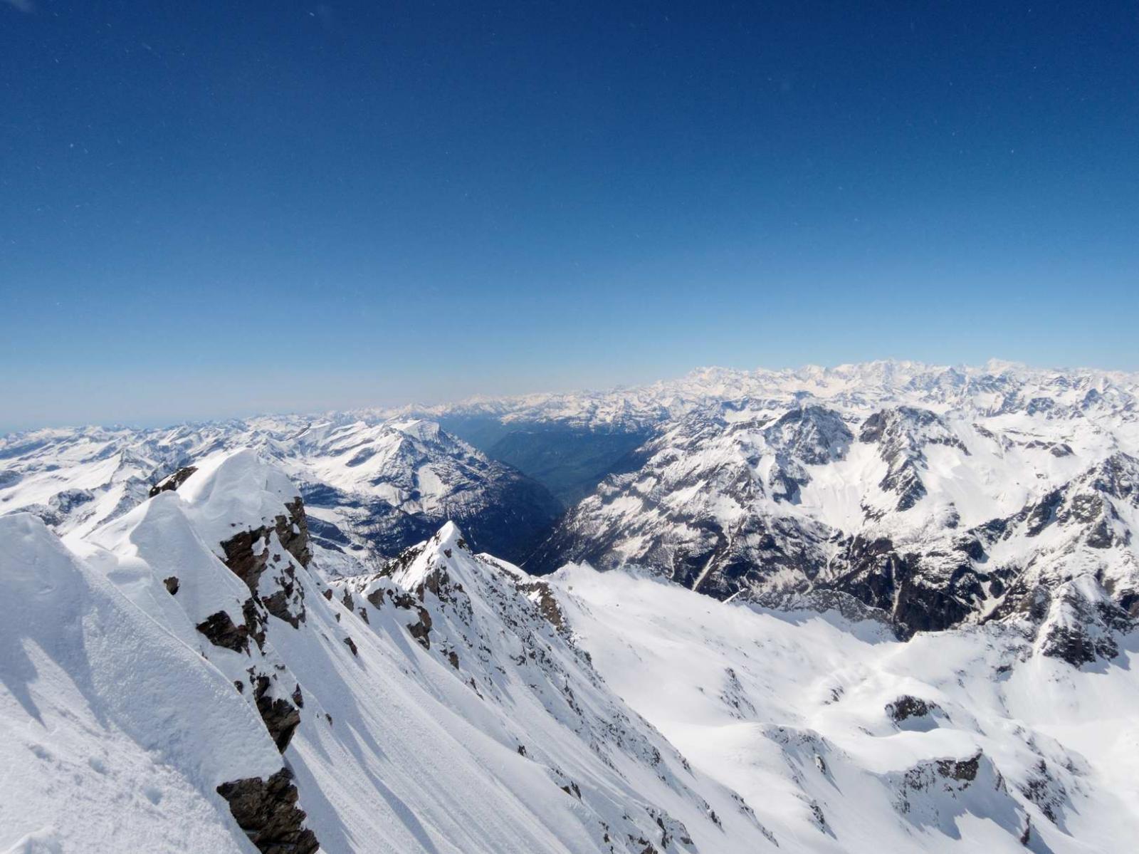 Panorama di vetta su Ossola e dintorni
