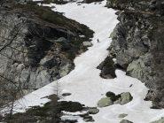 ... e le ultime lingue di neve che ci portano fino al Lago Arpon