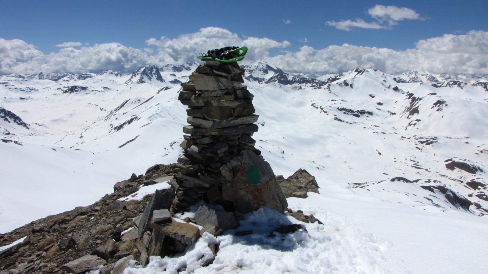 il grande ometto di pietre che si trova in cima al Mourre Haut