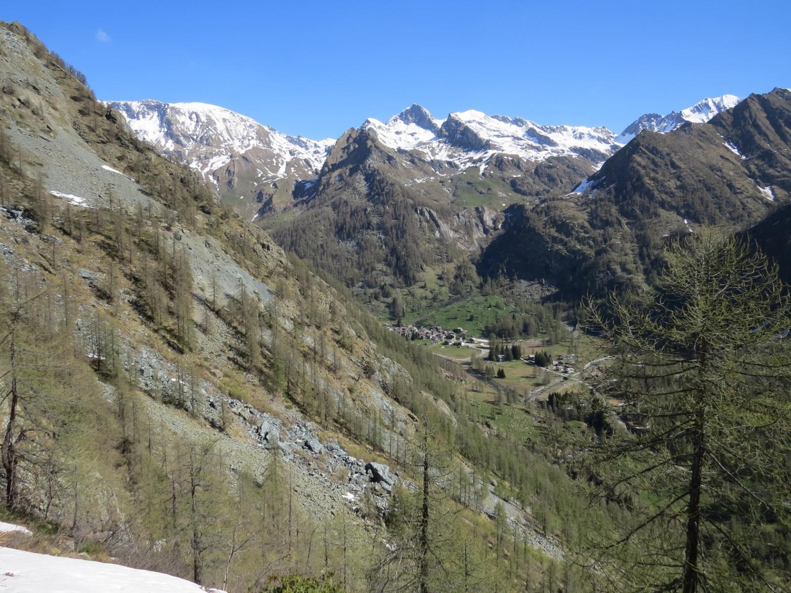 Vista su Piamprato dai pressi di Cima Brenvetto