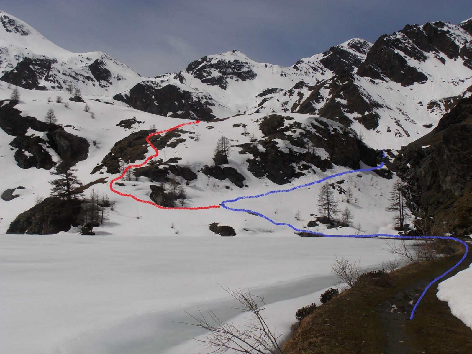 13 - Lago Layet, non seguire la strada, a dx, ma risalire a sx se la neve  è sicura (Roccette da aggirare)