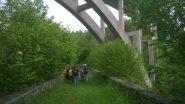 Sul vecchio ponte, sotto al moderno viadotto