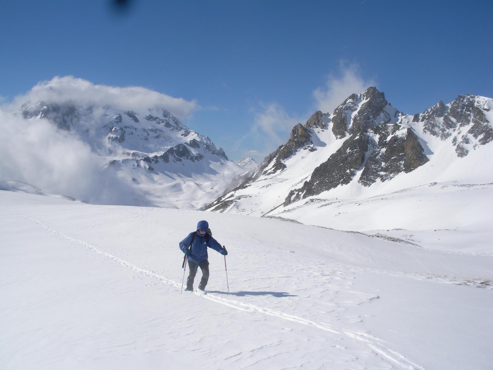 al centro il Col de Vallee Etroite al fondo la Gran Bagna e a dx il Mounioz..