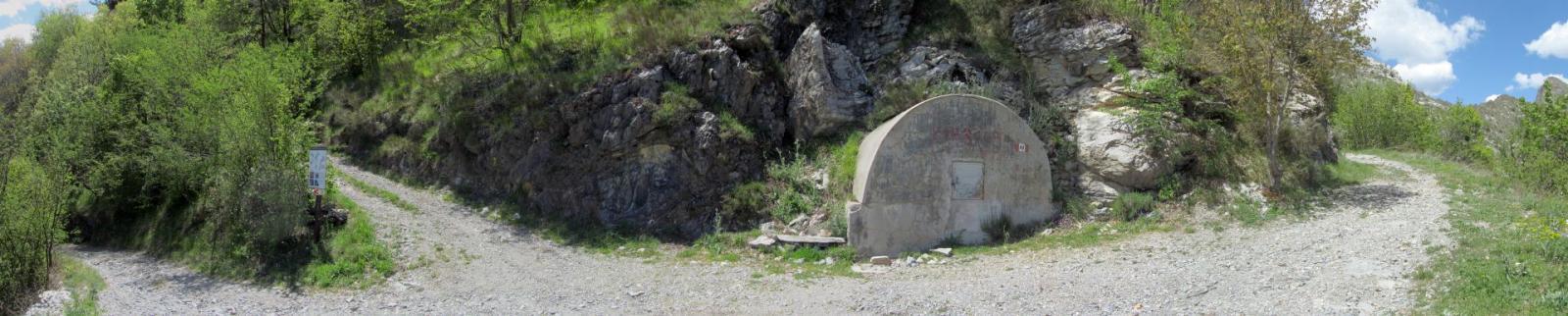 Incrocio: Sulla destra della foto: sinistra per il passo Muratone e a destra per il monte Lega e