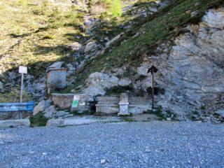 Fontana e inizio del sentiero degli Alpini