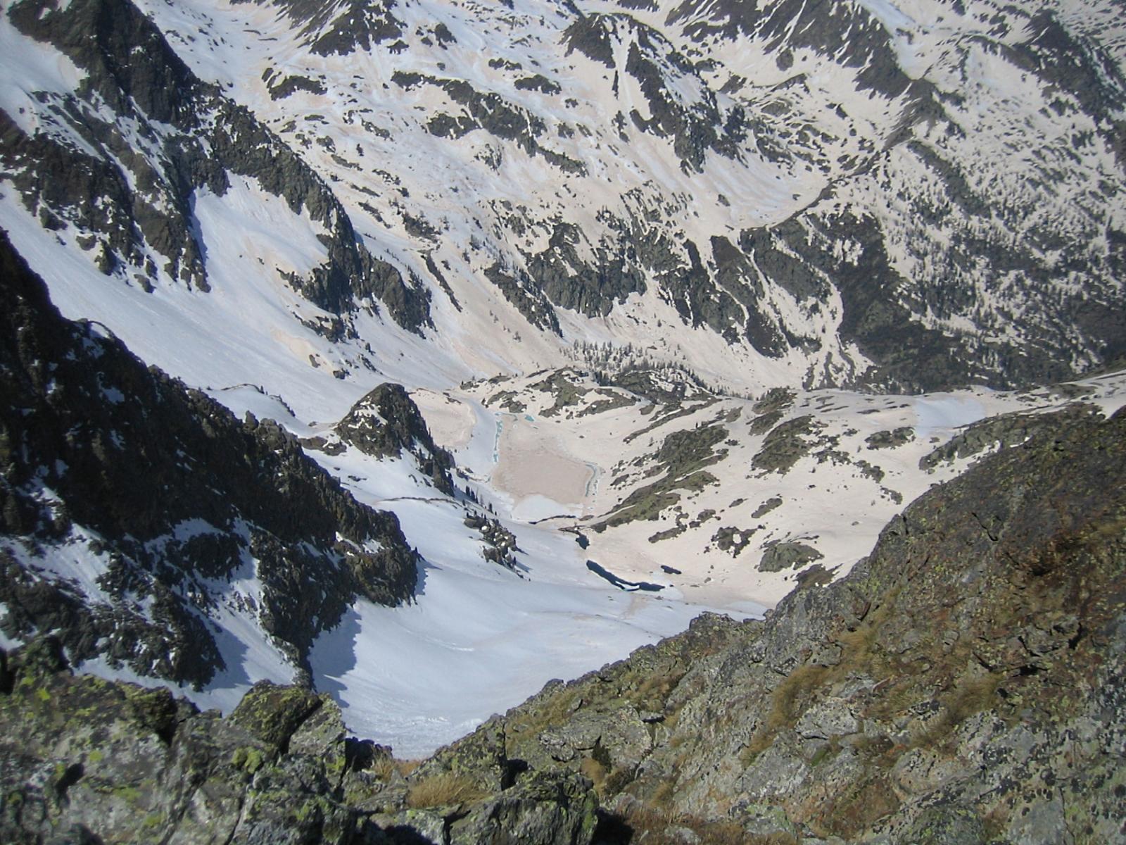 dalla cima vista sul percorso di salita: al centro il lago Malinvern