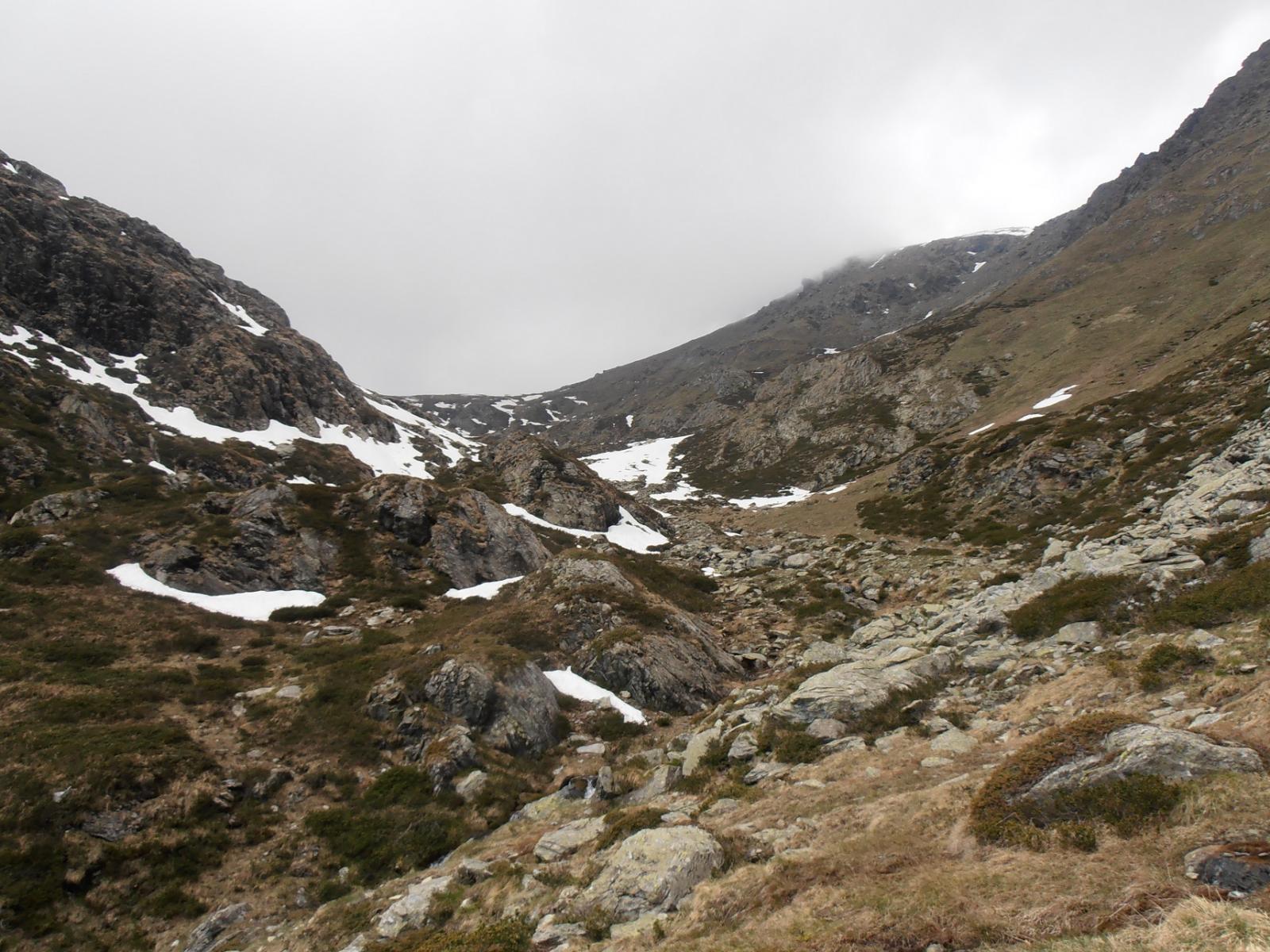 20 - la neve finisce quando il vallone svolta a sud
