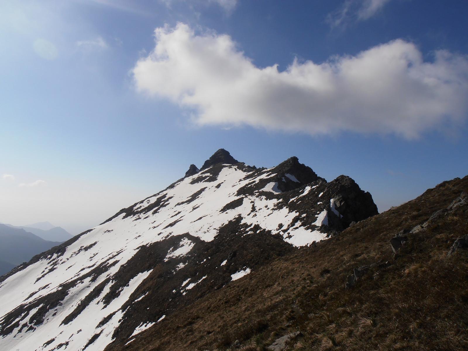 08 - Dal Colle Cruvin verso la Patanua, i nevai si evitano tutti restando sempre sulla cresta