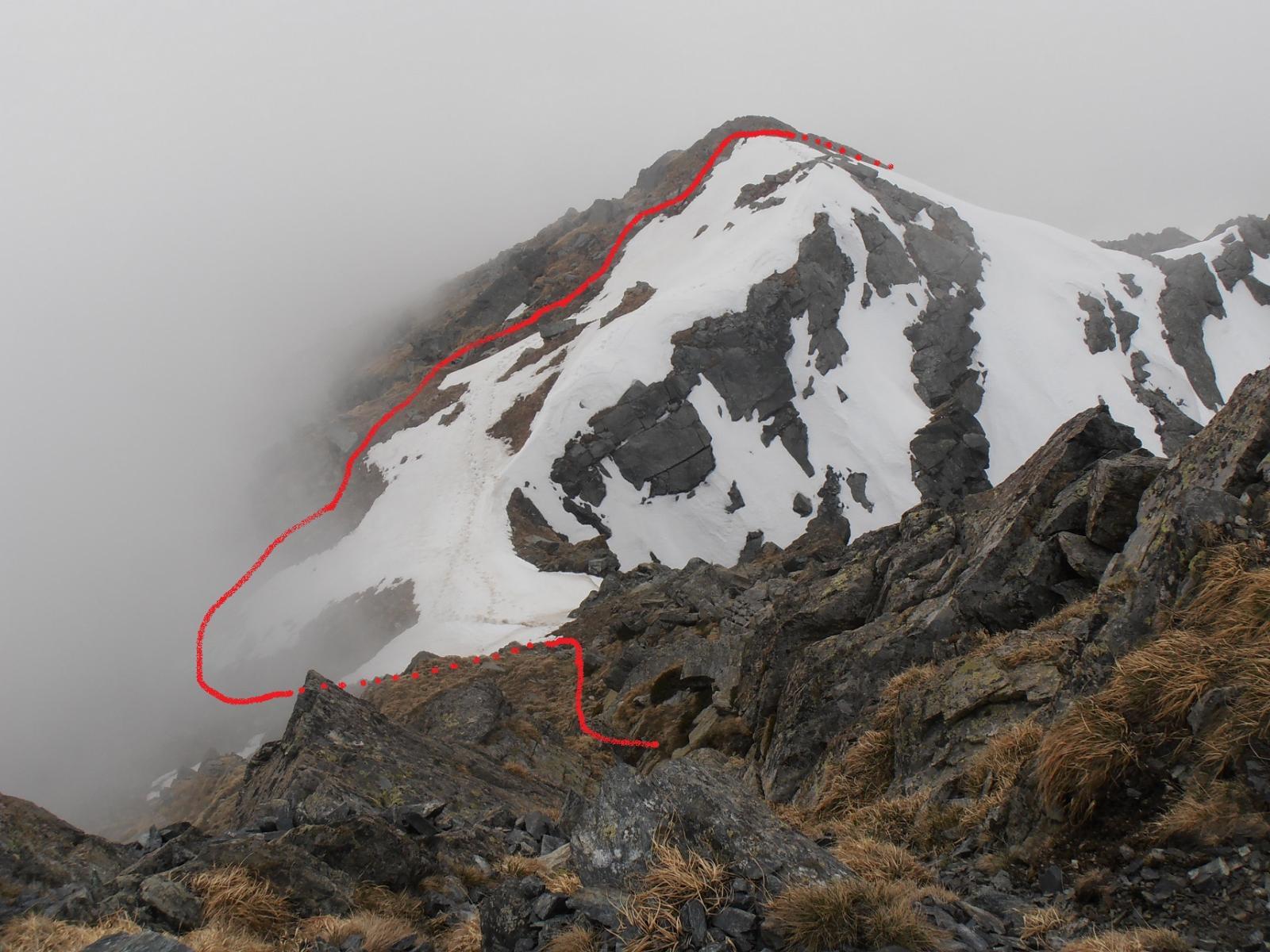 15 - Colletto sotto la rampa per la cima, il nevaio si evita scendendo sul lato valsusino